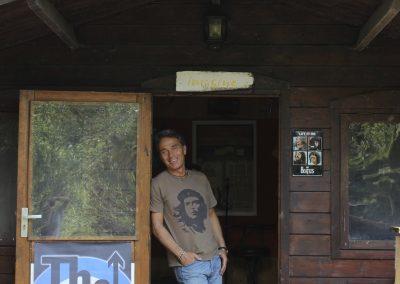 Peter Wolf vor Hütte 2